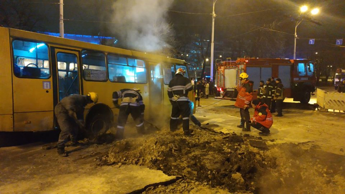 Прорыв, труба, Киев, ТРЦ, полиция
