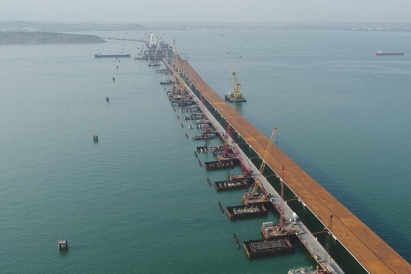 Отсчет уже начался: эколог назвал два фактора, которые приведут к позорному обрушению Керченского моста, - подробности