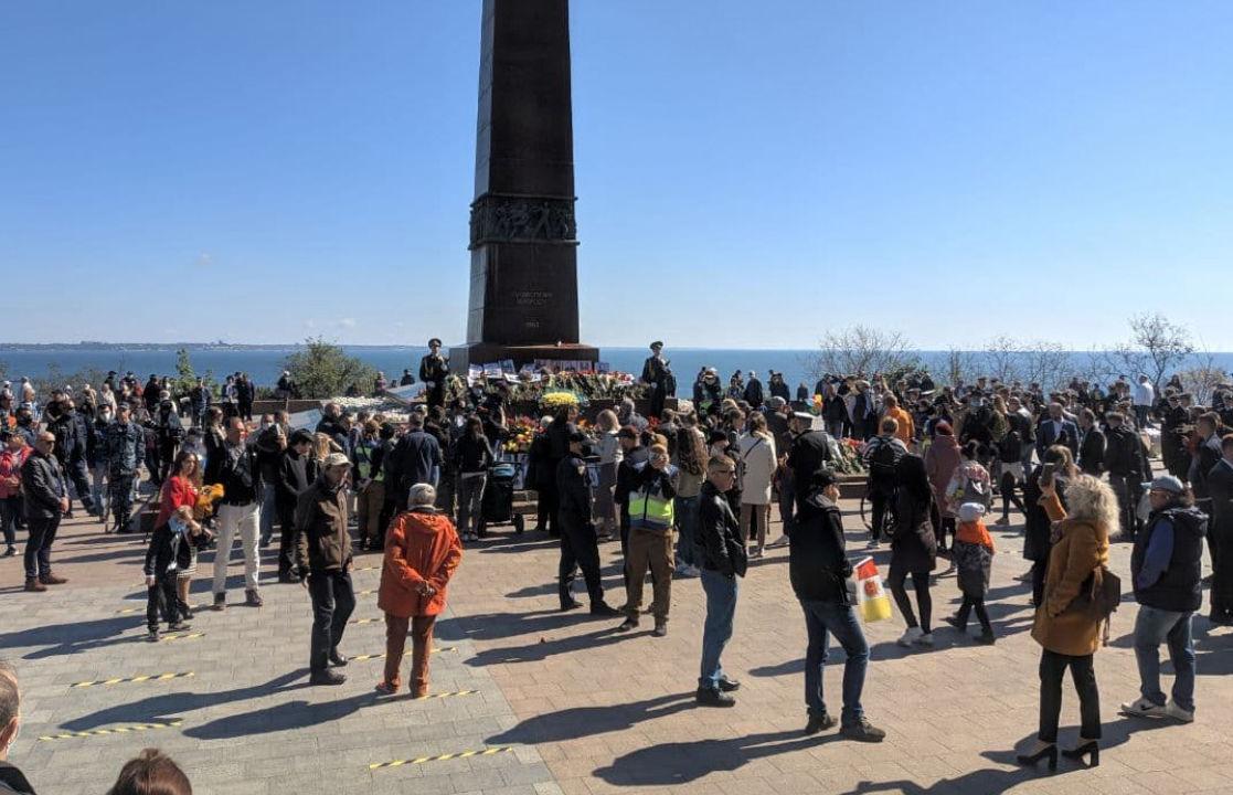 """В Одессе активисты """"Бессмертного полка"""" устроили провокации: полиция отреагировала моментально"""