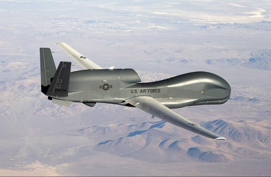 Разведка у границ России заставляет Кремль переживать: беспилотник США RQ-4A кружил над аннексированным Крымом - кадры