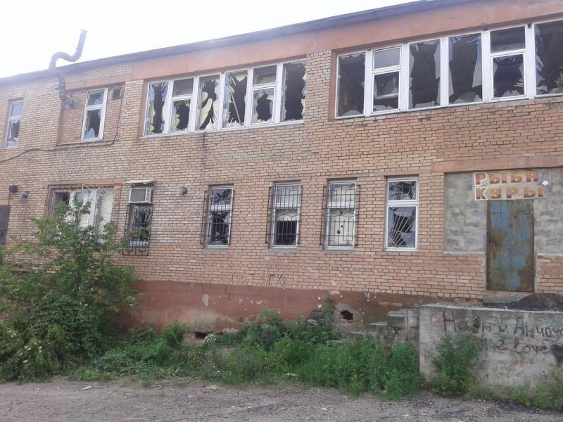 Террористы накрыли огнем жилые дома в поселке Новолуганское