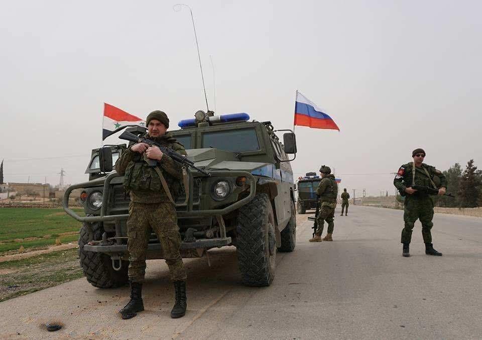 Российских военных забросали камнями в Сирии: атака местных курдов попала на видео - СМИ