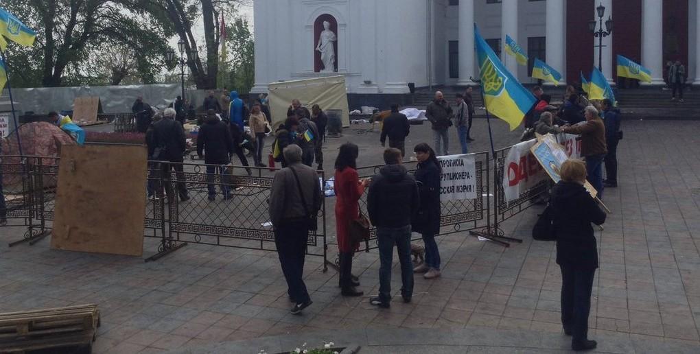 В Одессе вторая попытка разгона активистов, протестующих против мэра Труханова. Видео с места событий