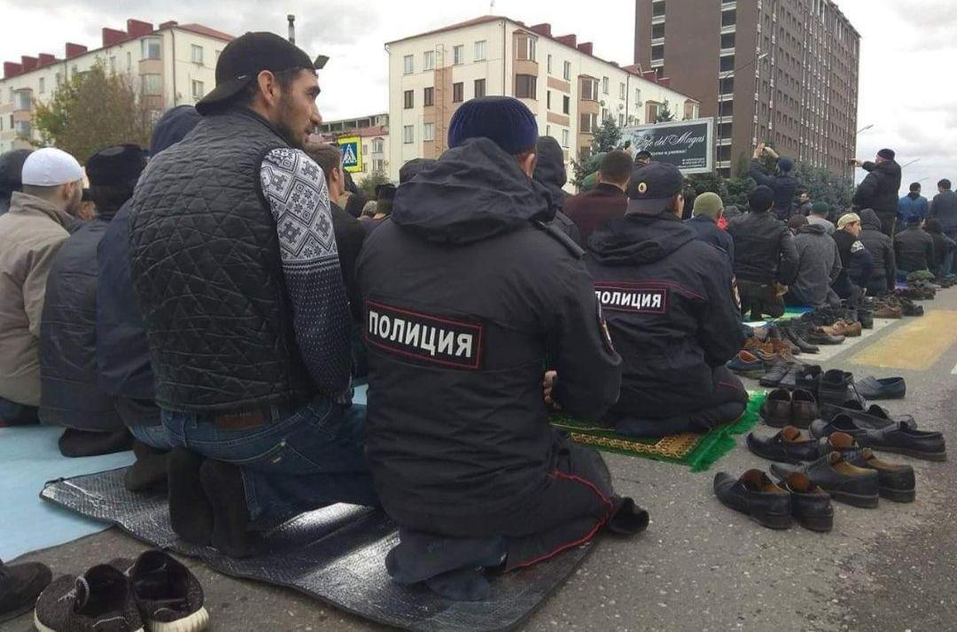 """Ситуация в Ингушетии: армия перешла на сторону народа и готовится к """"священной войне"""" - кадры"""