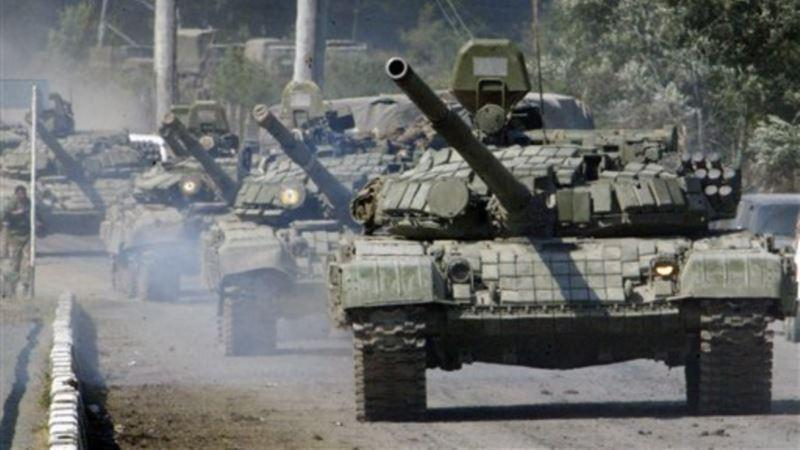 На Донбасс прибыла новая партия оружия: боевики получили 24 танка и 320 тонн боеприпасов