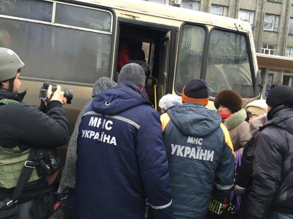 эвакуация, мирные жители, донбасс, обстрел, ато