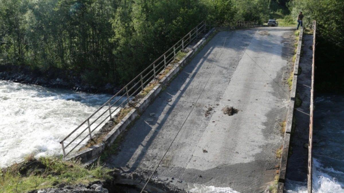 В Абхазии обрушился мост: две военные части ФСБ России отрезаны от цивилизации - СМИ