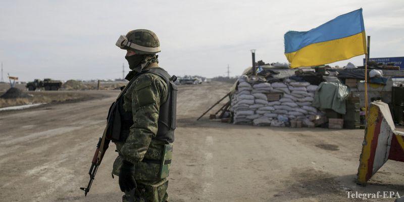 """Снайперы террористов """"ЛНР"""" расстреляли позиции сил АТО возле Трехизбенки"""