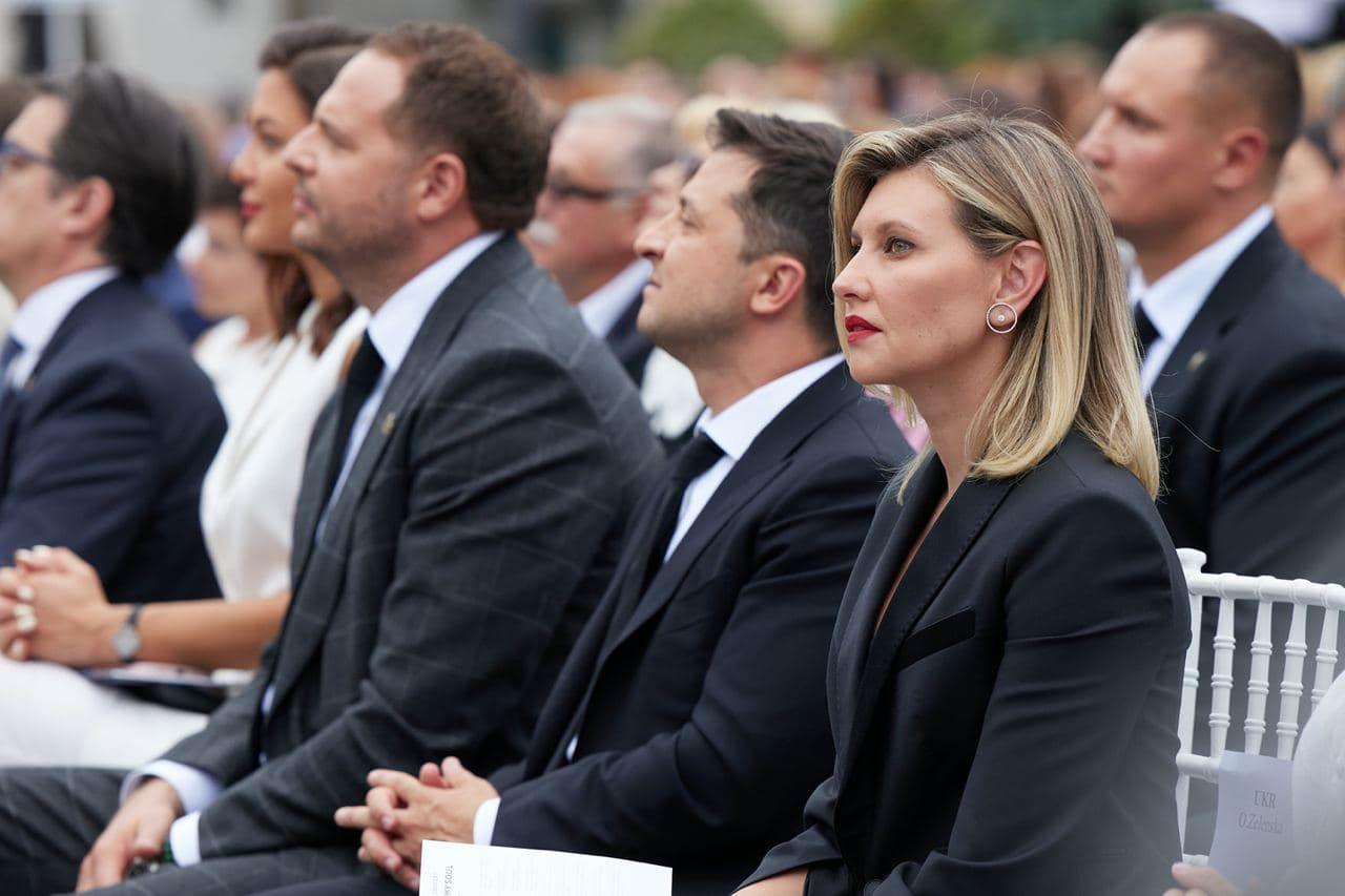 Елена Зеленская сразила иностранных гостей элегантным нарядом на концерте Андреа Бочелли