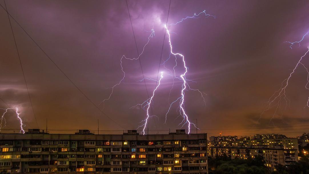 Киев накрыл мощный ураган с ливнем: затопило метро и дороги, город сковали пробки