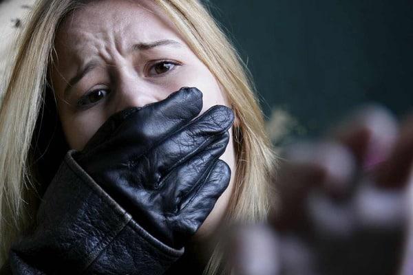 В Киеве совершено дерзкое похищение двух девушек: бандиты сбежали от полиции, похищенные бесследно пропали