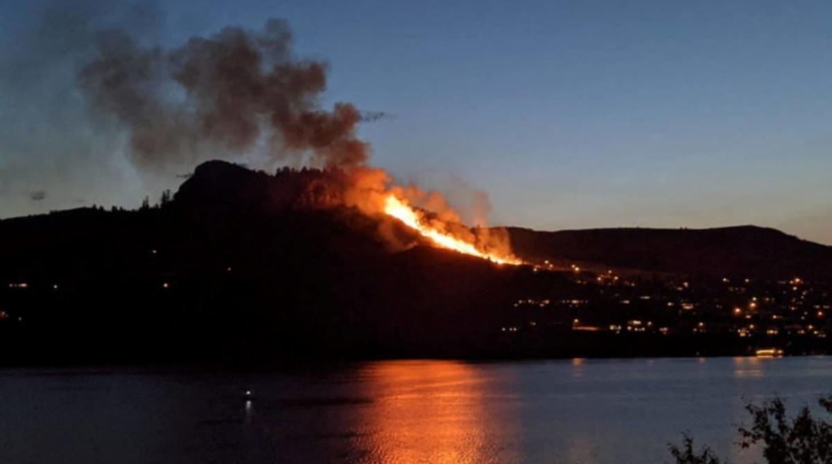 Масштабные пожары в Калифорнии уже достигли жилых домов – началась эвакуация