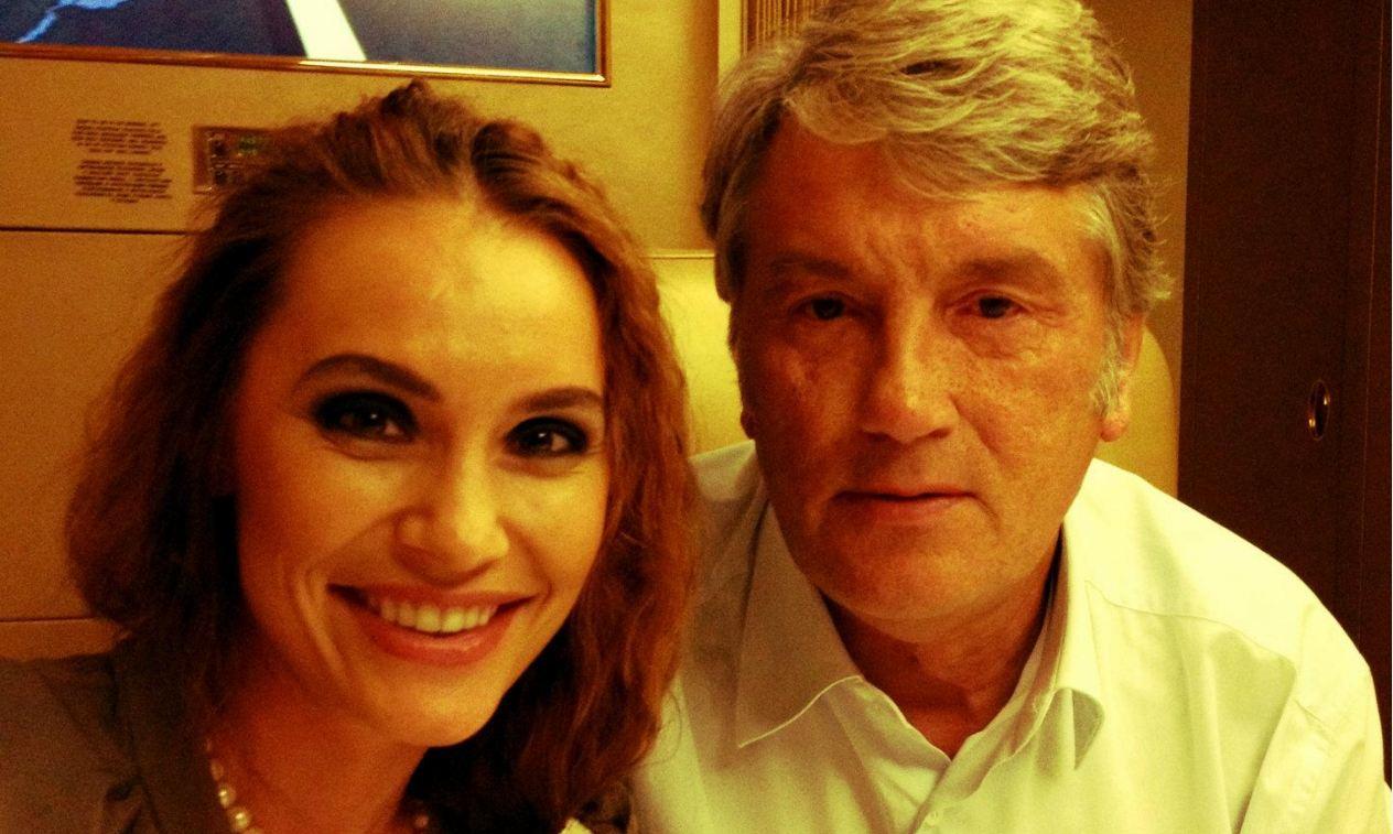 """40-летняя дочь Ющенко показала пикантные снимки с """"горячей татуировкой"""" в """"неожиданном месте"""""""