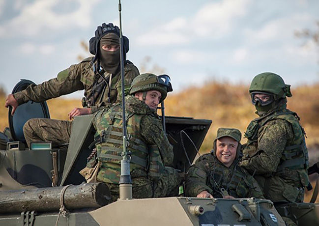 Россия начала перебрасывать армию в Крым: 2 тысячи военных, самолеты и 500 единиц техники