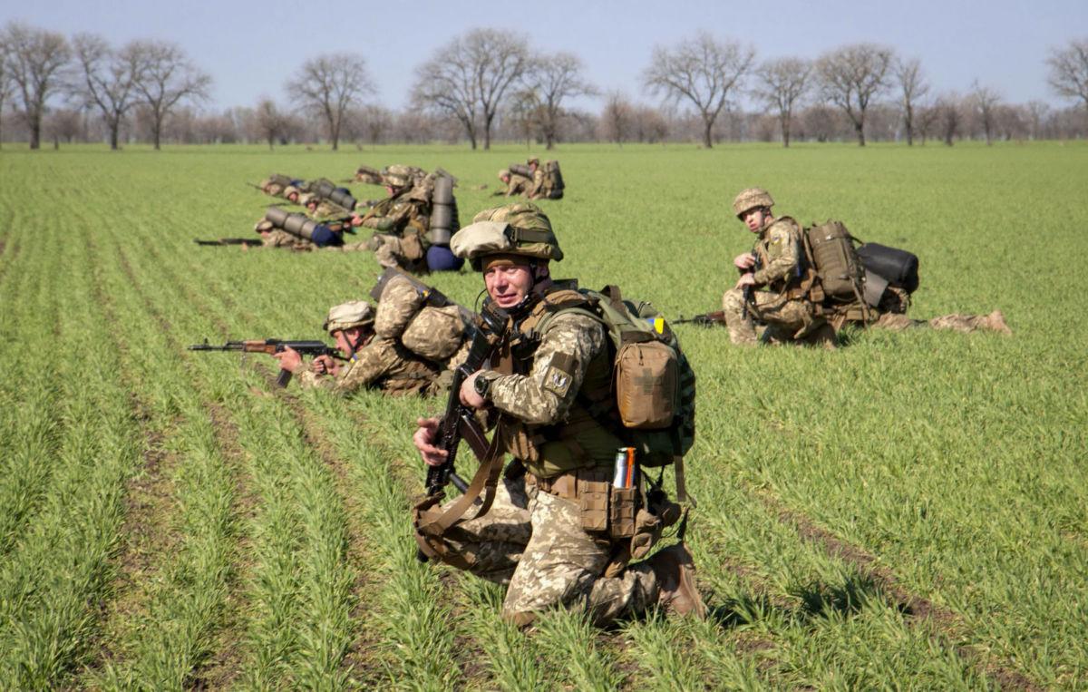 Командующий ООС поздравил с Днем пехоты, назвав войска настоящими тружениками войны