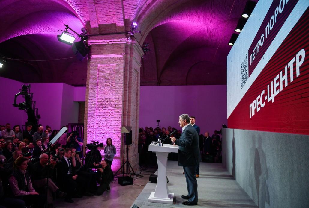 """Петр Порошенко: """"На переговорах о мире в Украине не артисты и юмористы будут представлять Россию, а Путин"""""""
