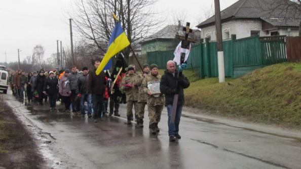 Спасибо тебе, Герой, за все, что ты сделал для нас: все село на Сумщине вышло проводить в последний путь погибшего в зоне АТО 32-летнего Александра Терещенко, - появились кадры