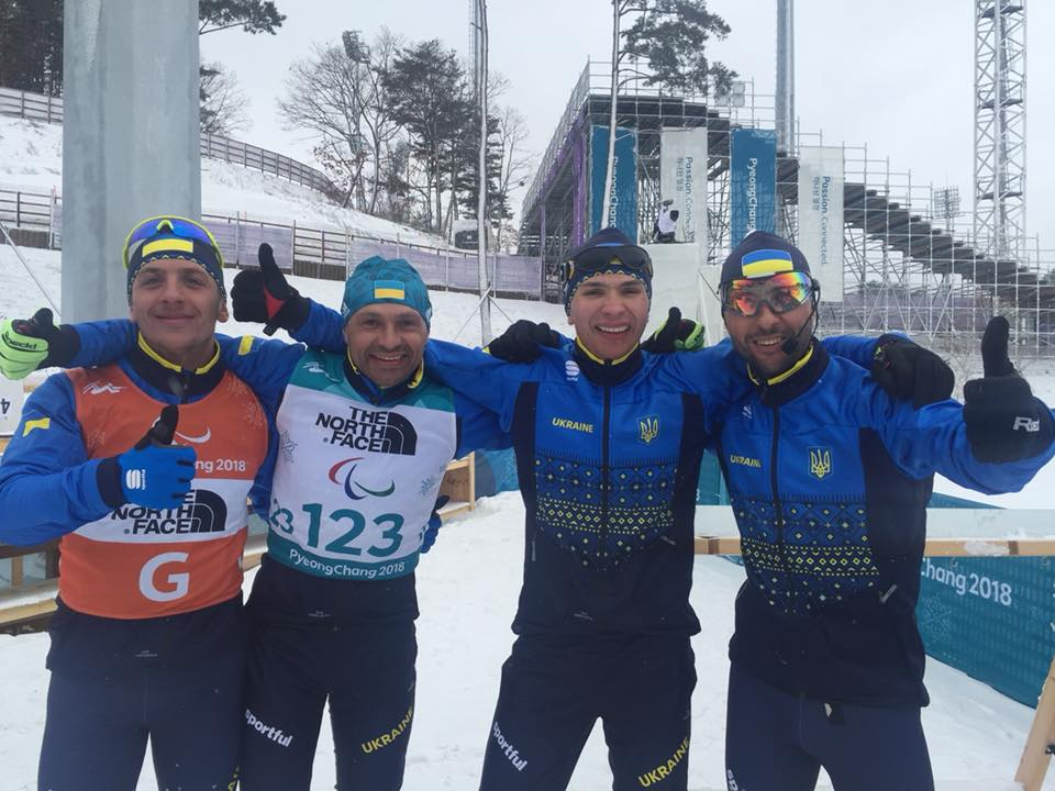 """""""Гордимся вами!"""" - Порошенко пришел в восторг от триумфа паралимпийской сборной Украины в биатлонной гонке на 15 км"""