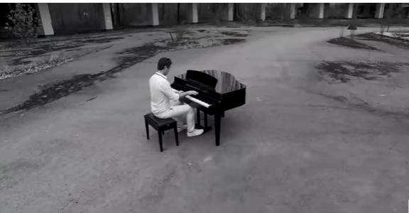 Видео, записанное в районе ЧАЭС, взорвало Интернет: проникновенная композиция в исполнении украинского музыканта пробирает до самого сердца