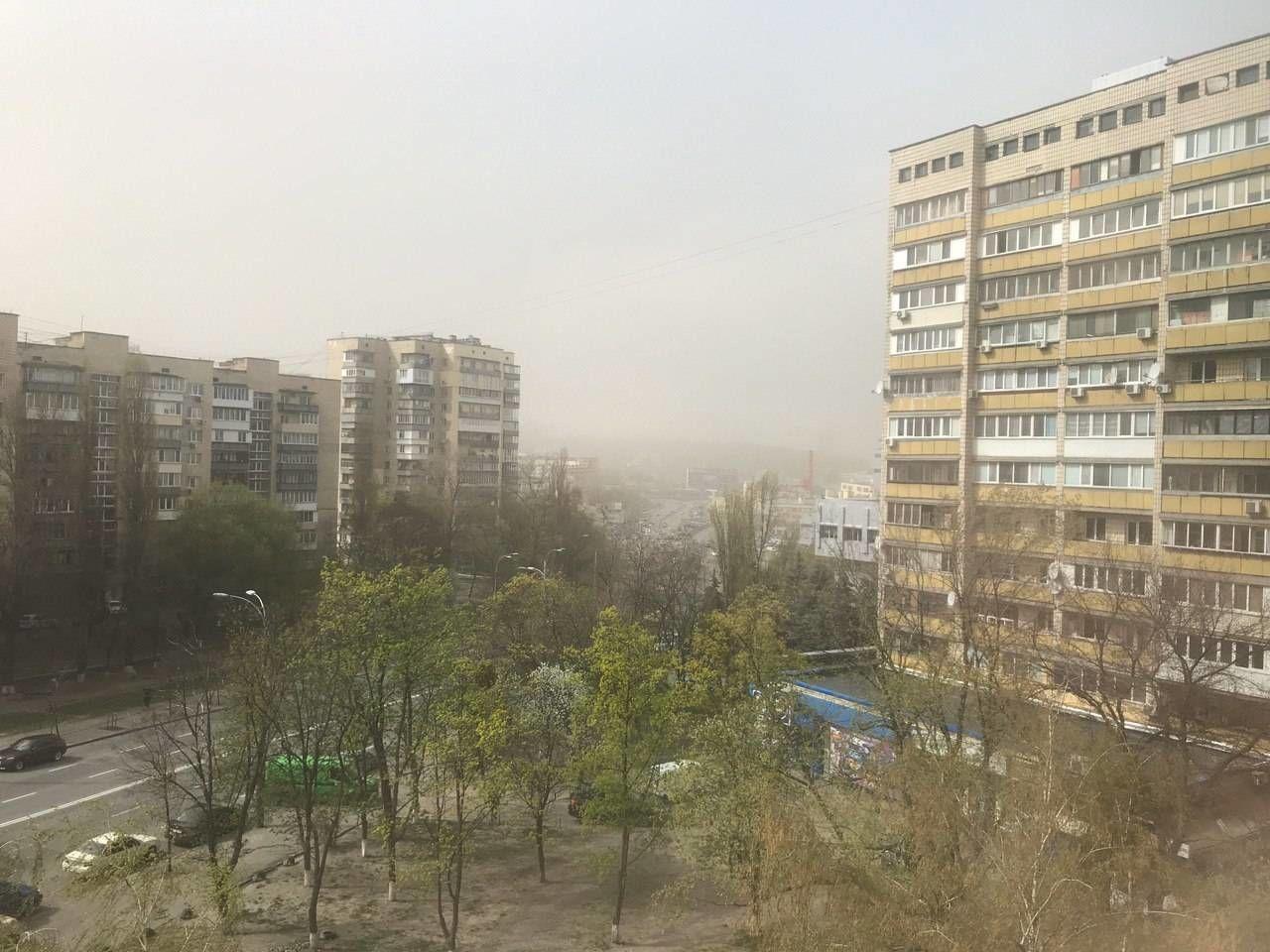 Астраханский суховей: на Киев налетела песчаная буря – город в смоге
