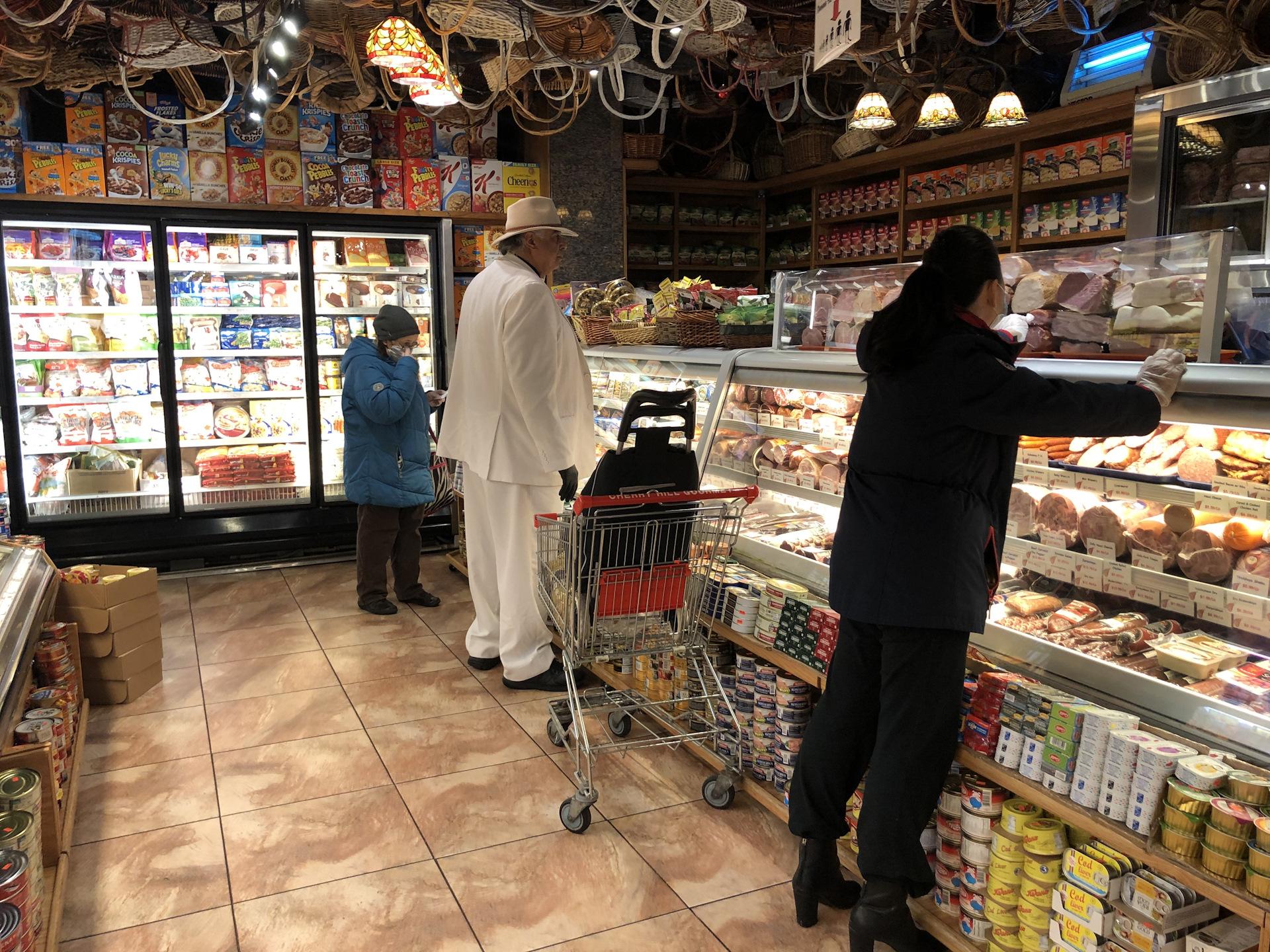 Кабмин ввел госконтроль за ценами на продукты в Украине из-за коронавируса