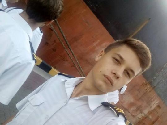 """""""Мы все гордимся"""", - украинцы поддержали отца юного моряка, который попал в плен России в Азовском море"""