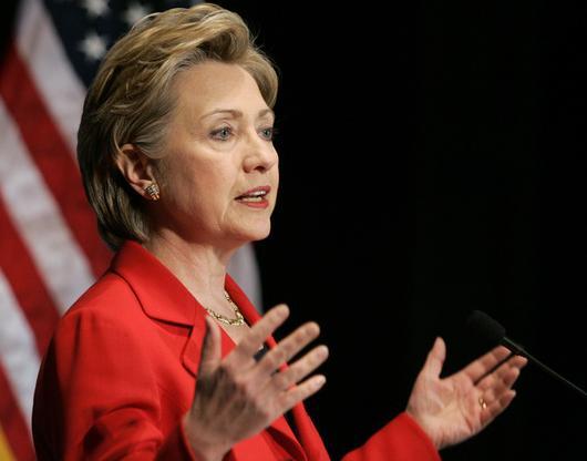 СМИ: Электронную почту Клинтон могли взломать хакеры из России