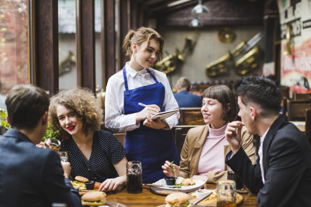 Минздрав огласил, когда в Украине полноценно заработают кафе и откроются тренажерные залы