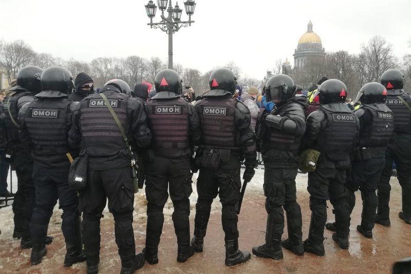 Протесты в России: из-за удара ОМОНовца 54-летняя женщина попала в реанимацию, Симоньян поблагодарила силовиков