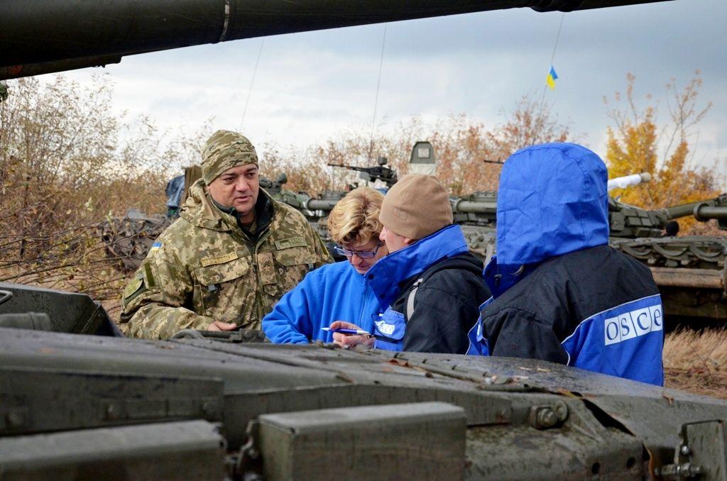 """На Донбассе засветились """"Грады"""" и пушки боевиков"""