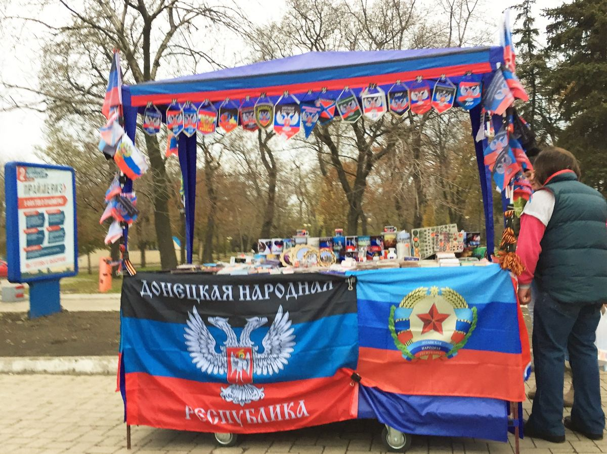 """""""Нас давно продали. Мы мусор! Только упоротые готовы славить любое де***о"""", - """"ватный"""" житель Донецка поставил на место славящую """"рус***й мир"""" украинку"""