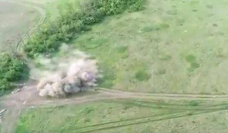 """""""Снайперы"""" ВСУ преследуют группу пророссийских боевиков и уничтожают их из миномета в прямом эфире: военные мира в приятном шоке - кадры"""