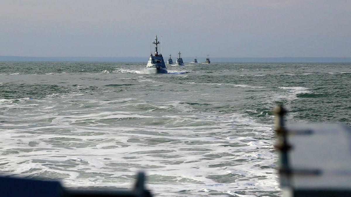 Корабль ФСБ РФ объявился в районе украинских военных в Азовском море