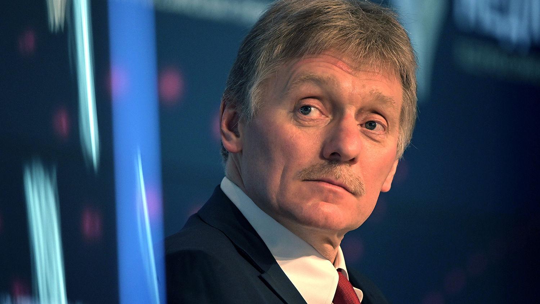 """Песков считает украинцев """"оболваненными пропагандой людьми"""""""