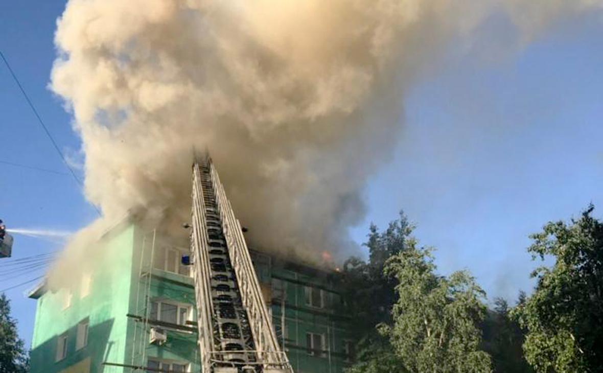 В российском Нижневартовске прогремел взрыв в многоэтажке, начался пожар: появилось видео пылающего дома