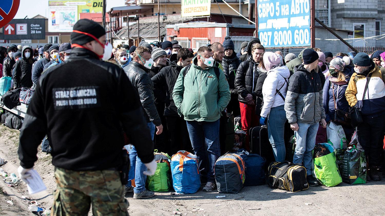 Польша начнет вакцинировать украинцев на границе: названы условия