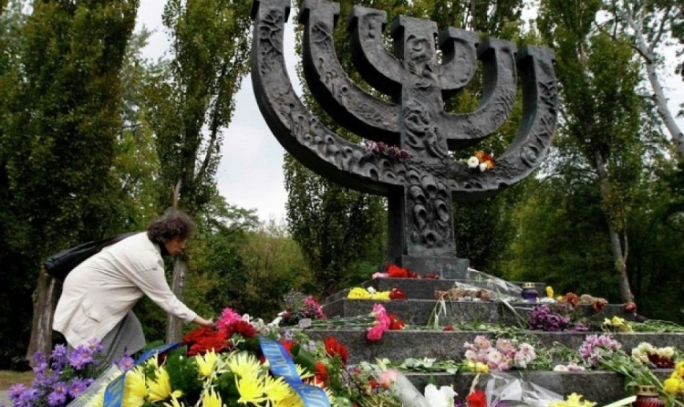 """""""Бабий Яр – одна из самых глубоких ран, нанесенных Холокостом"""", - Порошенко"""