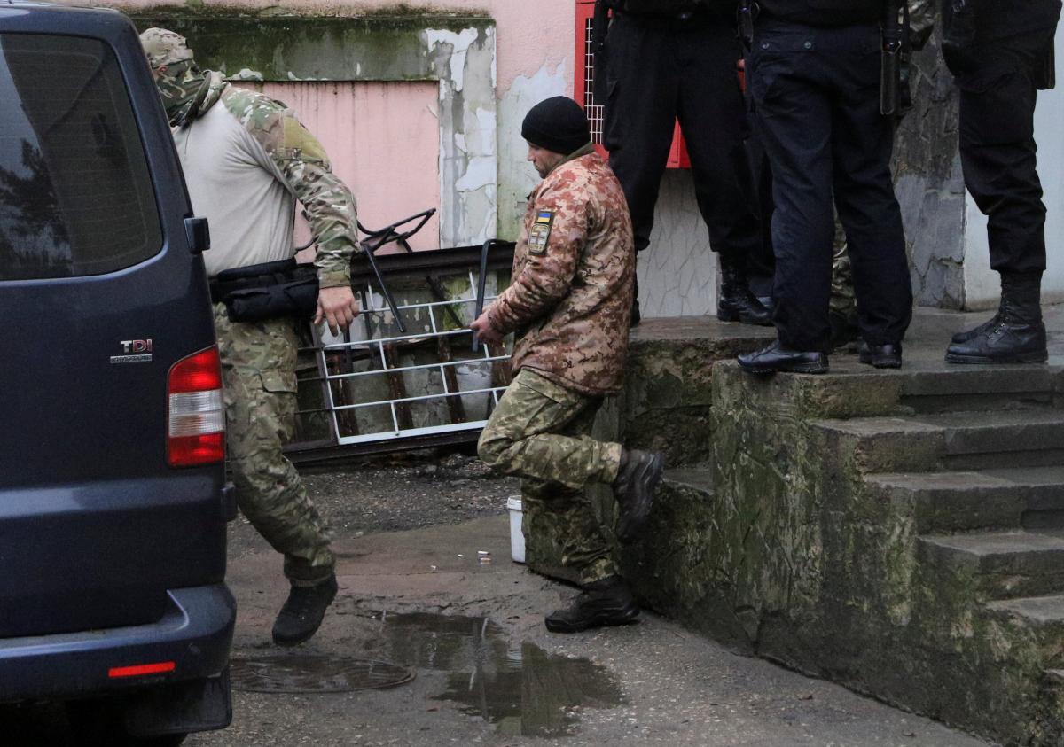 Из СИЗО и больниц исчезли: оккупанты РФ вывезли 24 захваченных моряка в неизвестном направлении - адвокат
