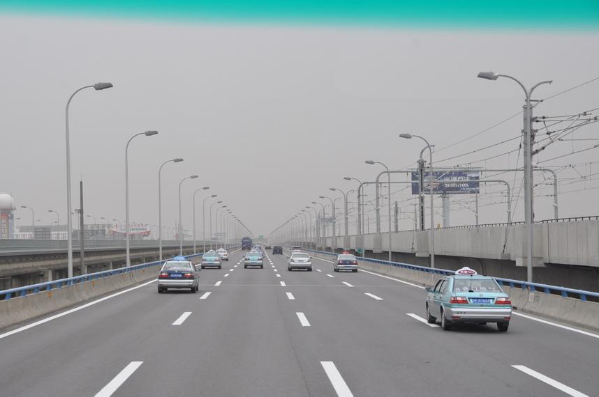 В Украине хотят снизить скорость движения в городе до 50 км/ч