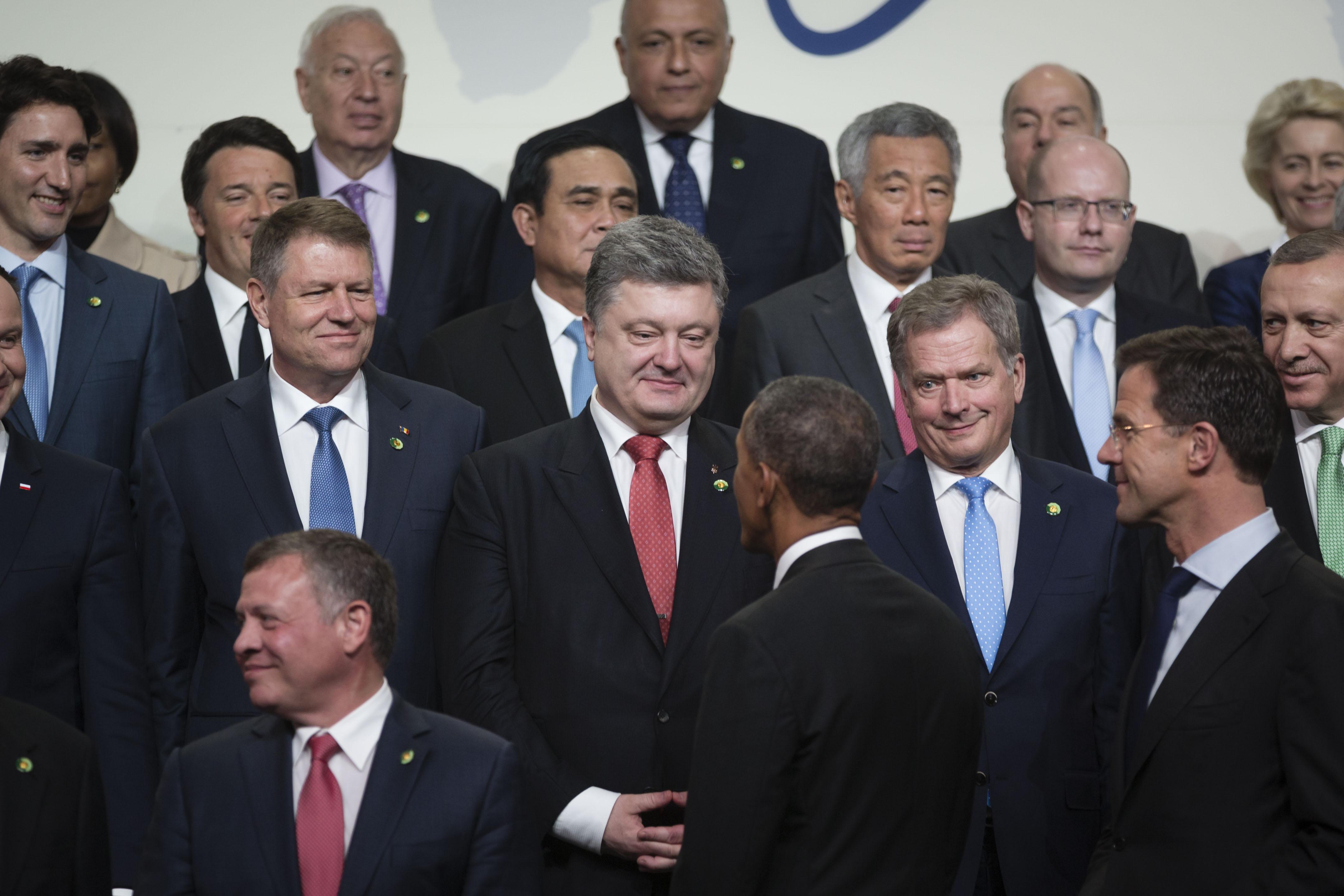 """Необходимо ввести эффективные гарантии безопасности для """"неядерных"""" государств - Президент на саммите в Вашингтоне"""