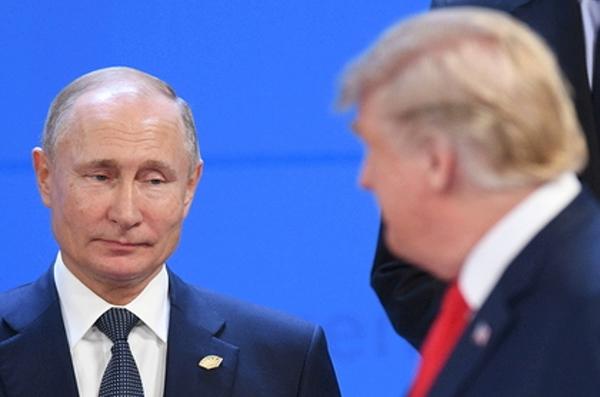 """Российские СМИ: """"Никто не видел, но Трамп и Путин точно поздоровались… глазами"""""""