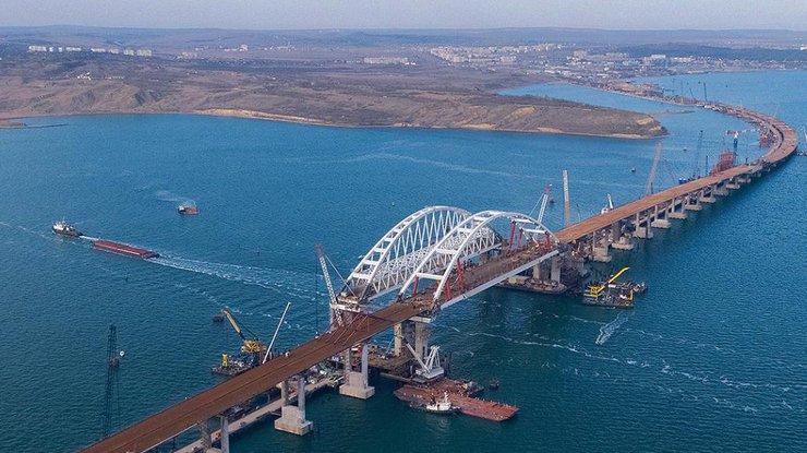 Россияне проклинают Путина за Керченский мост в Крым: видео обрушения опоры моста вызвало скандал в Сети