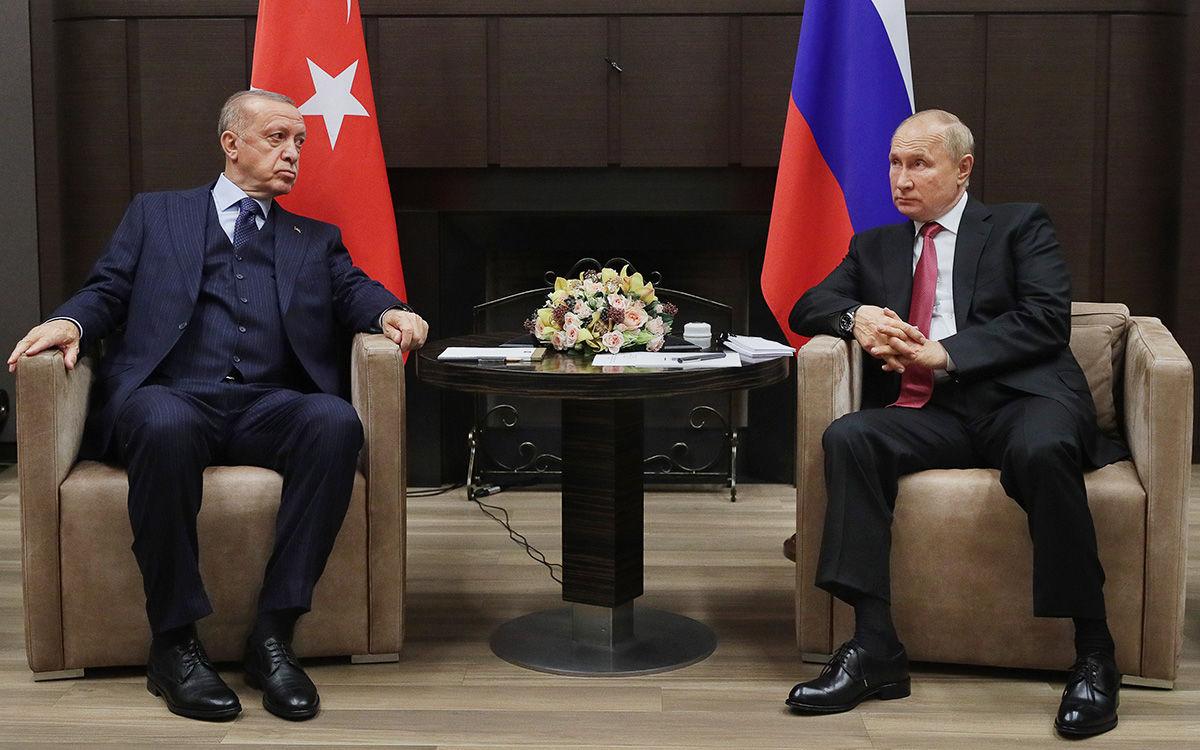 В Сети обратили внимание на странное поведение Путина на встрече с Эрдоганом: появилось видео