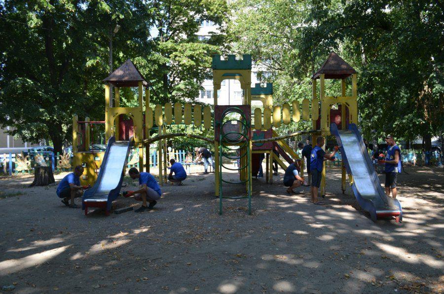 Жители Днепра на детской площадке заметили большого южнорусского мизгиря: опубликовано фото