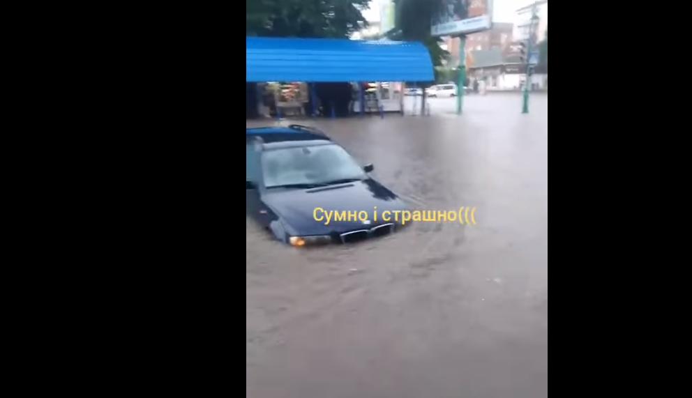 Машины ушли под воду: фото и видео масштабного потопа в Хмельницкой области поразили соцсети