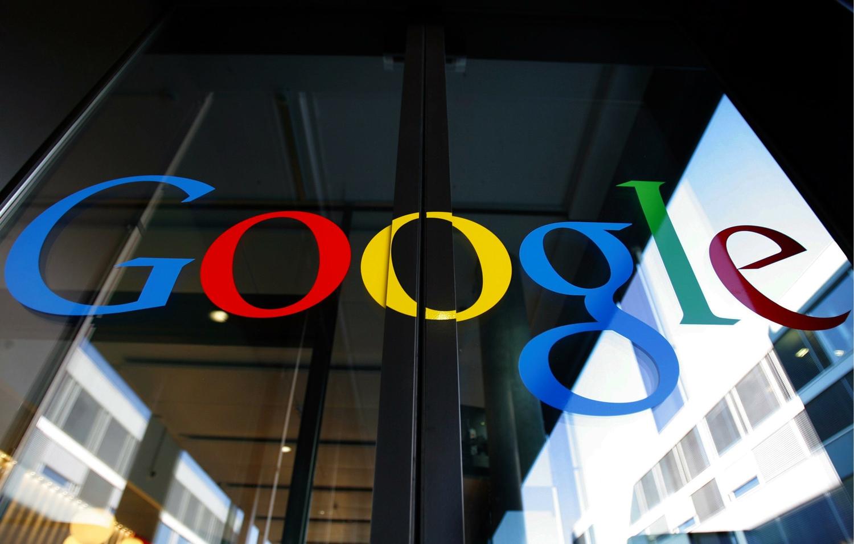 Ошибка Google: беспилотное авто компании впервые попало в аварию