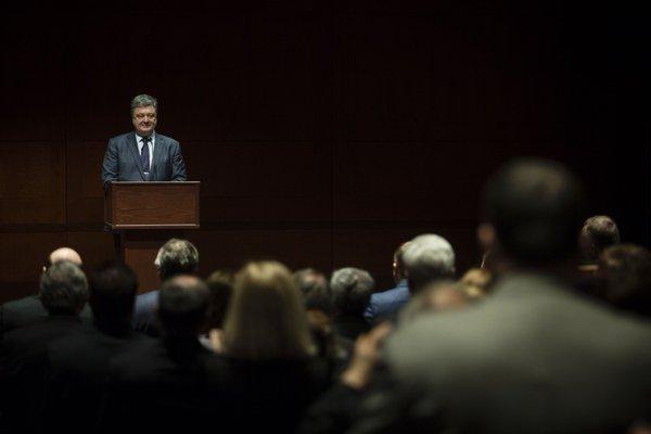 Порошенко: Крым России нужен как база для ядерного оружия - полуострову грозит милитаризация