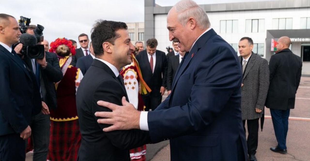 У Зеленского пояснили, почему резко не высказываются о Лукашенко и протестах в Беларуси