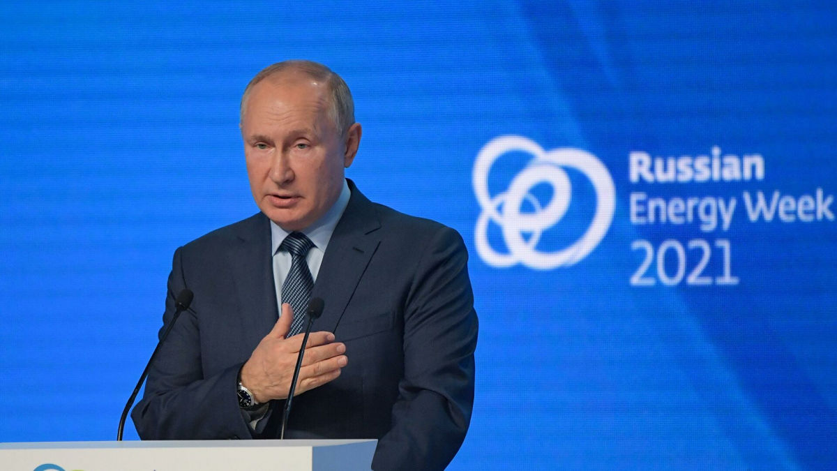 """Путин ответил на претензии по сокращению поставок газа в Европу: """"Труба лопнет"""""""