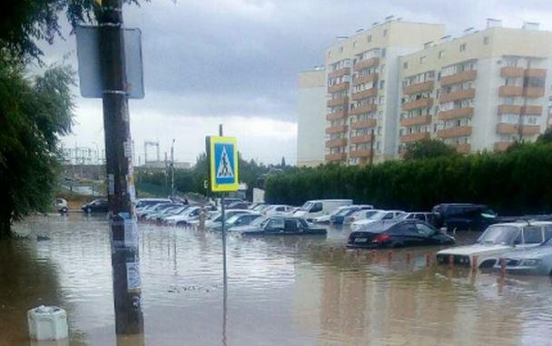 Все позаливало: в оккупированном Крыму мощный потоп после дождя – опубликовано видео природного бедствия
